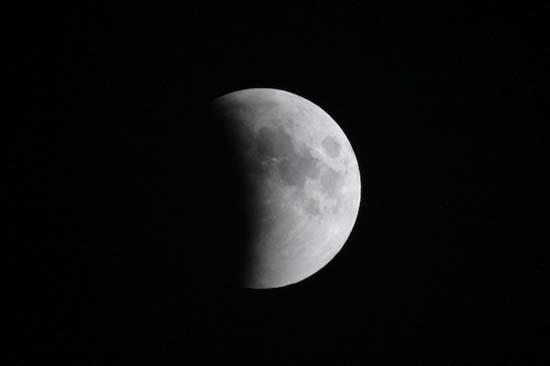 Εντυπωσιακές εικόνες από την ολική έκλειψη Σελήνης (20)