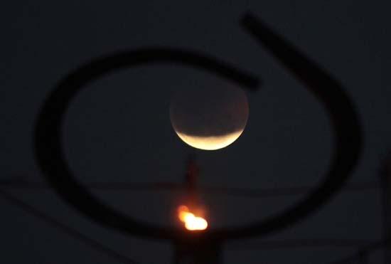 Εντυπωσιακές εικόνες από την ολική έκλειψη Σελήνης (18)