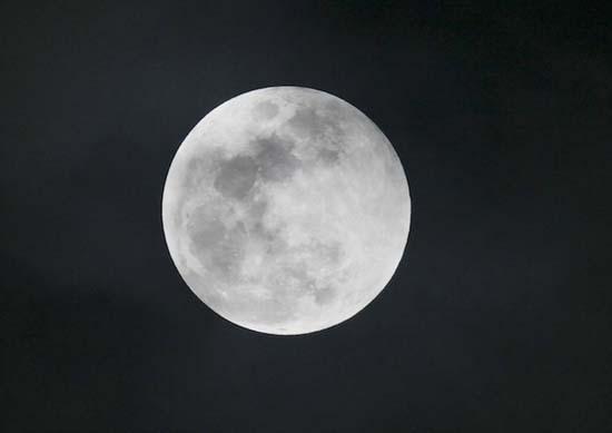 Εντυπωσιακές εικόνες από την ολική έκλειψη Σελήνης (17)