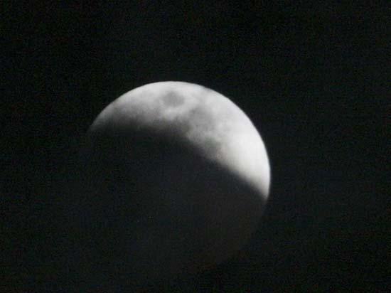 Εντυπωσιακές εικόνες από την ολική έκλειψη Σελήνης (14)