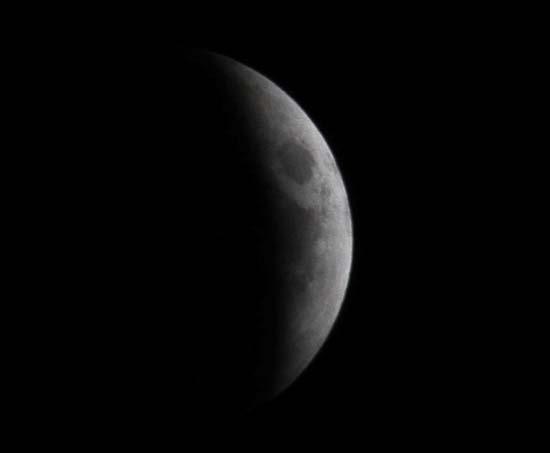 Εντυπωσιακές εικόνες από την ολική έκλειψη Σελήνης (10)