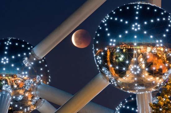 Εντυπωσιακές εικόνες από την ολική έκλειψη Σελήνης (6)