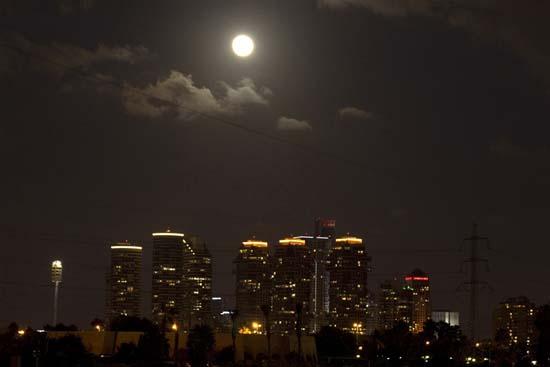 Εντυπωσιακές εικόνες από την ολική έκλειψη Σελήνης (5)