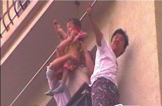 Παιδάκι σώθηκε από κλιματιστικό (4)