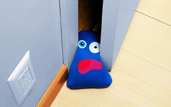 Παράξενες & αστείες σφήνες για την πόρτα (5)