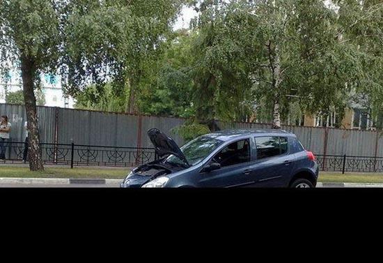 Το παρκάρισμα μιας ξανθιάς (1)