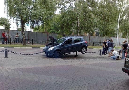 Το παρκάρισμα μιας ξανθιάς (3)