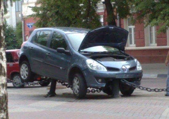 Το παρκάρισμα μιας ξανθιάς (4)
