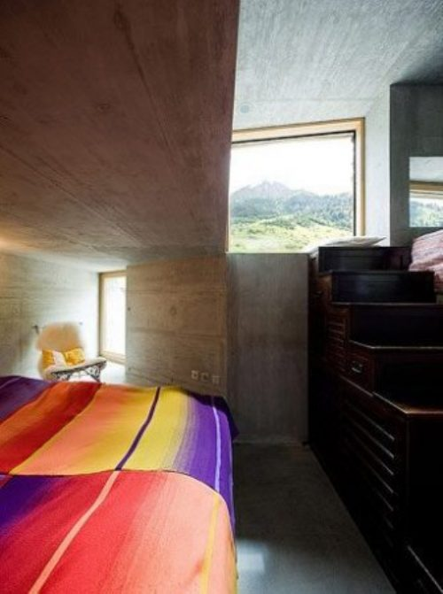 Podgorny: Σπίτι χτισμένο μέσα σε λόφο (5)