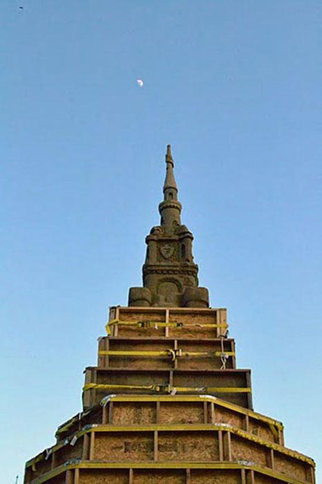 Χτίζοντας το ψηλοτερό κάστρο από άμμο (6)