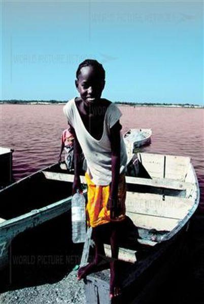 Ροζ λίμνη στη Σενεγάλη (19)