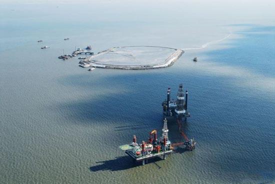 Βιομηχανική περιοχή στη μέση της θάλασσας (2)