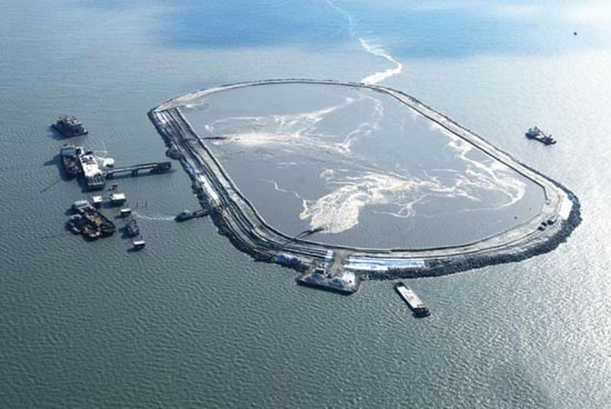 Βιομηχανική περιοχή στη μέση της θάλασσας (3)