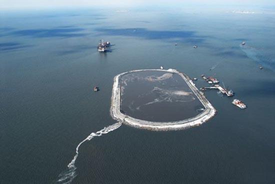 Βιομηχανική περιοχή στη μέση της θάλασσας (4)