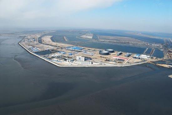 Βιομηχανική περιοχή στη μέση της θάλασσας (6)