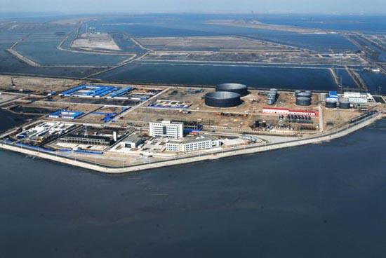 Βιομηχανική περιοχή στη μέση της θάλασσας (7)