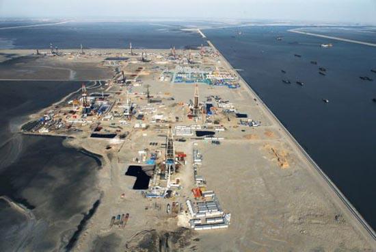 Βιομηχανική περιοχή στη μέση της θάλασσας (8)
