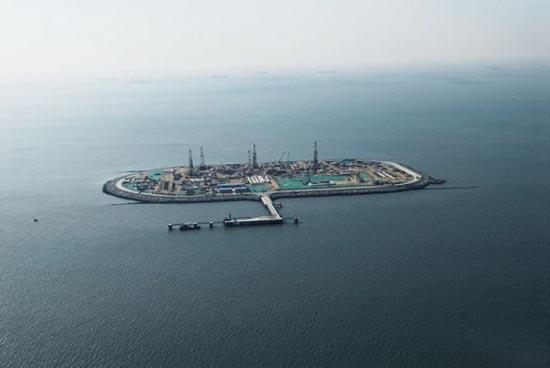 Βιομηχανική περιοχή στη μέση της θάλασσας (10)