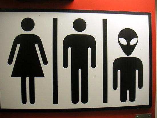 Αστεία & παράξενα σήματα σε δημόσιες τουαλέτες (15)