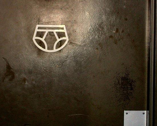 Αστεία & παράξενα σήματα σε δημόσιες τουαλέτες (8)