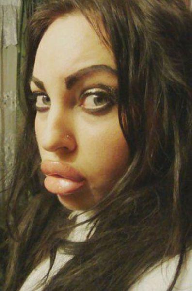 Άλλη μια κοπέλα που κατέστρεψε το πρόσωπο της (24)