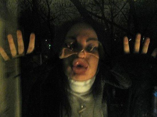 Άλλη μια κοπέλα που κατέστρεψε το πρόσωπο της (19)