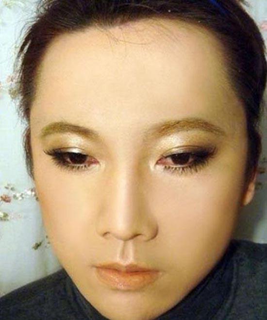 Μια όμορφη κοπέλα ή ... (5)