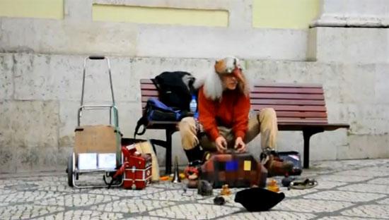 Παράξενος καλλιτέχνης του δρόμου στην Μαγιόρκα