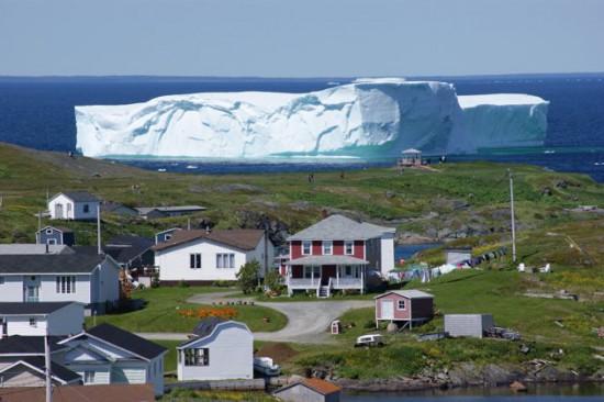 Φωτογραφία της ημέρας: Ένα παγόβουνο στην πόρτα σας