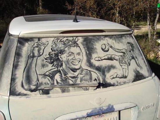 Απίστευτη τέχνη σε σκονισμένα τζάμια αυτοκινήτων (14)