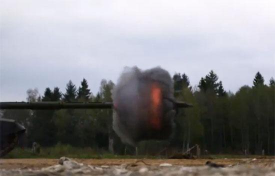 Βολή από Tank σε Super-slow Motion
