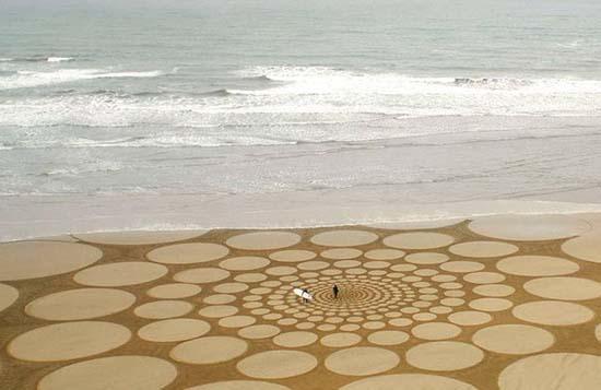 Εξωπραγματική τέχνη σε παραλίες από τον Jim Denevan (10)