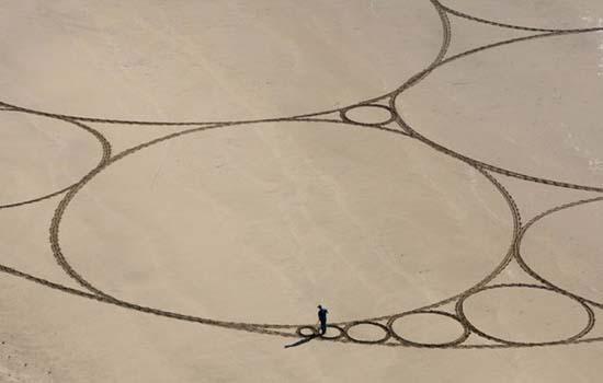 Εξωπραγματική τέχνη σε παραλίες από τον Jim Denevan (11)