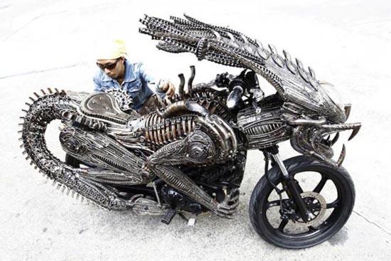 Μοτοσυκλέτα εμπνευσμένη από alien vs predator (6)
