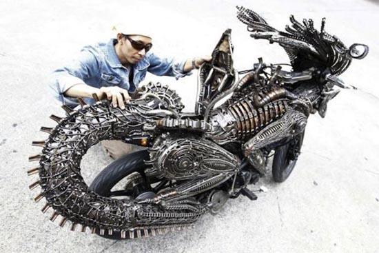 Μοτοσυκλέτα εμπνευσμένη από alien vs predator (5)