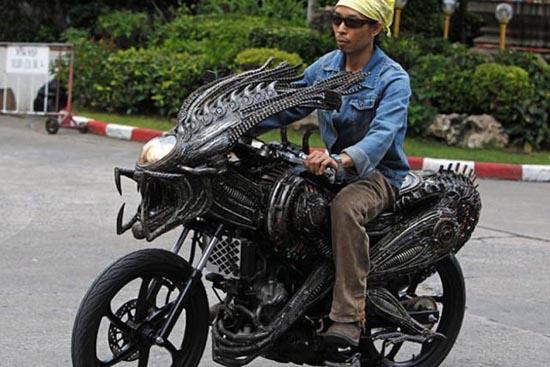 Μοτοσυκλέτα εμπνευσμένη από alien vs predator (4)