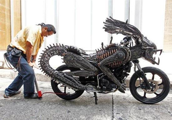 Μοτοσυκλέτα εμπνευσμένη από alien vs predator (3)