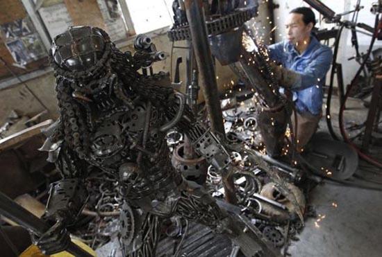 Μοτοσυκλέτα εμπνευσμένη από alien vs predator (2)