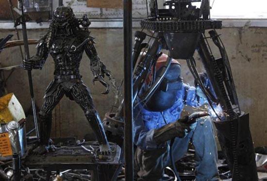 Μοτοσυκλέτα εμπνευσμένη από alien vs predator (1)