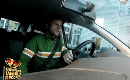 Παγκόσμιο ρεκόρ παρκαρίσματος σε στενό χώρο