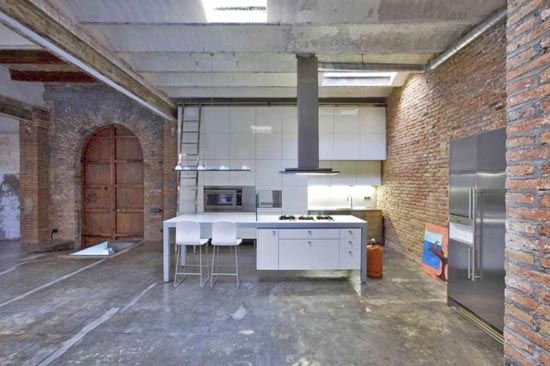 Από παλιά αποθήκη σε μοντέρνο διαμέρισμα (5)