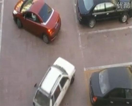 Τσακωμός για παρκάρισμα με ξεκαρδιστικό φινάλε