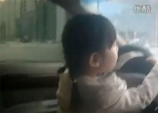 4χρονο κοριτσάκι οδηγεί στην Κίνα