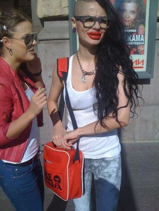 Μια κοπέλα που κατέστρεψε το όμορφο πρόσωπο της (11)