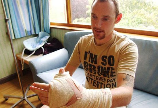 Αντικατέστησαν τον αντίχειρα του με δάχτυλο του ποδιού! (2)