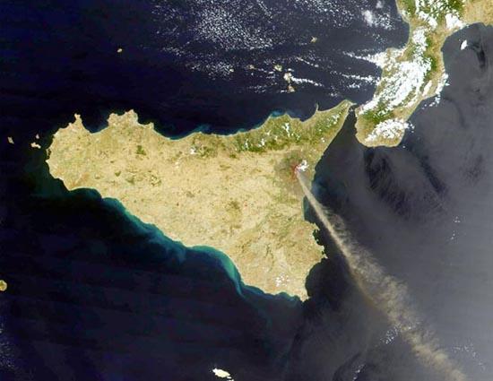 Εκπληκτικές φωτογραφίες ηφαιστείων από το διάστημα (32)