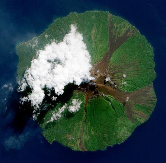 Εκπληκτικές φωτογραφίες ηφαιστείων από το διάστημα (21)