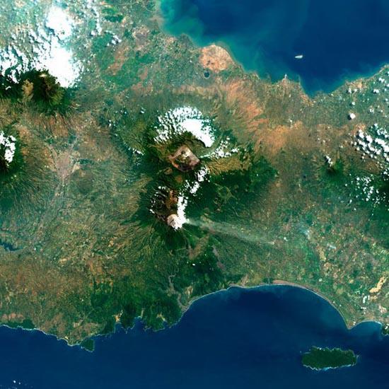 Εκπληκτικές φωτογραφίες ηφαιστείων από το διάστημα (20)
