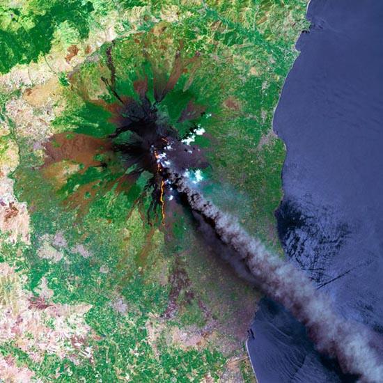 Εκπληκτικές φωτογραφίες ηφαιστείων από το διάστημα (16)