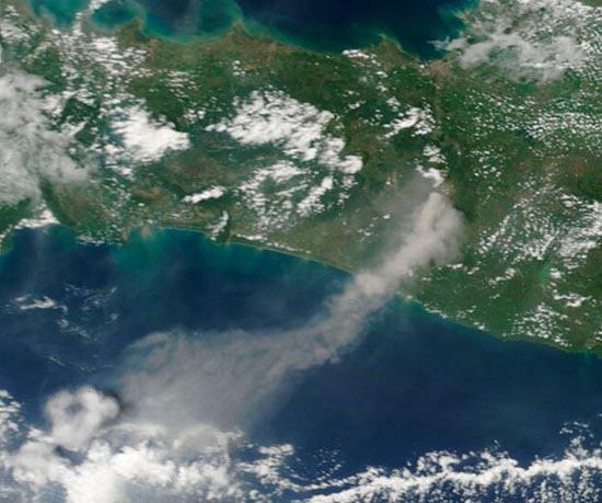 Εκπληκτικές φωτογραφίες ηφαιστείων από το διάστημα (3)